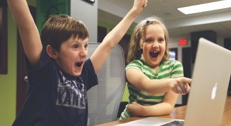 https://pixabay.com/photos/children-win-success-video-game-593313/